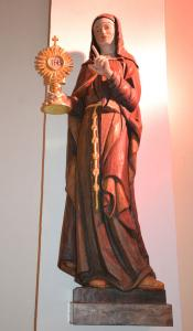 Hl.Klara von Assisi  Statue in der Klosterkirche in Pupping
